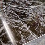 Fekete márványmintás öntapadós tapéta 13-4010.