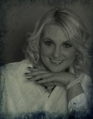 Bálint Erika Tapéta - Karnis Webshop üzletvezetője